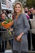 Hare Koninklijke Hoogheid Prinses Máxima der Nederlanden opent op dinsdagmiddag 25 oktober 2011 het Slinger-Event 4x4 in Utrecht.<br /> <br /> Het Slinger-Event 4x4 is een bijeenkomst over maatschappelijk betrokken ondernemen in de stad. Het evenement wordt gehouden in het kader van het Europese jaar van het vrijwilligerswerk.<br /> <br /> Her Royal Highness Princess Máxima of the Netherlands opens on Tuesday October 25, 2011 The Sling-4x4 Event in Utrecht.<br /> <br /> The Crank-Event 4x4 is a meeting about socially responsible business in the city. The event is held in the framework of the European Year of Volunteering.