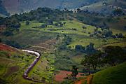 Jeceaba_MG, Brasil..Trem em uma paisagem rural em Jeceaba...The train in the rural landscape in Jeceaba...Foto: JOAO MARCOS ROSA / NITRO