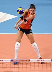 08-01-2016 TUR: European Olympic Qualification Tournament Nederland - Italie, Ankara<br /> De volleybaldames hebben op overtuigende wijze de finale van het olympisch kwalificatietoernooi in Ankara bereikt. Italië werd in de halve finales met 3-0 (25-23, 25-21, 25-19) aan de kant gezet / Myrthe Schoot #9