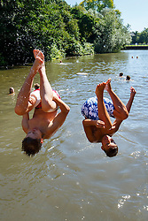 © Licensed to London News Pictures. 23/08/2016. London, UK. Children swim in Hampstead Heath Mixed Bathing Pond in north London as they enjoy August's last heatwave on Tuesday, 23 August 2016. Photo credit: Tolga Akmen/LNP