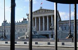 THEMENBILD - Parlament an einen Sonnentag im Jaenner. Der Bau des Parlaments, damals Reichsrat genannt, begann 1861 unter Architekt Theophil Hansen und wurde 1883 fertiggestellt.  das Bild wurde am 25. Jaenner 2012 aufgebommen, im Bild Parlament hinter Gitter, AUT, EXPA Pictures © 2012, PhotoCredit: EXPA/ M. Gruber