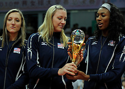 29-08-2010 VOLLEYBAL: WGP FINAL AWARDING CEREMONY: BEILUN NINGBO<br /> The World Grand Prix Award 2010 for Jordan Larson, Heather Bown and Foluke Akinradewo<br /> ©2010-WWW.FOTOHOOGENDOORN.NL