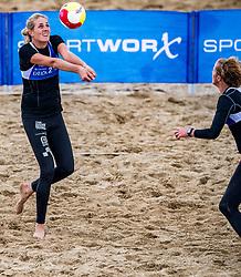 25-08-2018 NED: DELA Beach NK Volleyball, Scheveningen<br /> Annemieke Driessen #1 / Ilke Meertens #2