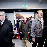 Nederland, Amsterdam , 26 oktober 2011..Feestelijke heropening van de hoofdingang van het Centraal Station..De eerste reizigers lopen door de ingang naar binnen..Foto:Jean-Pierre Jans