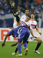 Fotball<br /> Bundesliga Tyskland<br /> Foto: Witters/Digitalsport<br /> NORWAY ONLY<br /> <br /> 20.04.2006<br /> v.l. Gerald Asamoah, David Castedo Sevilla<br /> UEFA-Cup Halbfinale FC Schalke 04 - Sevilla FC