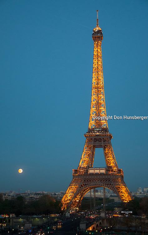 Eiffel Tower, Paris, Paris street scene, Tour Eiffel