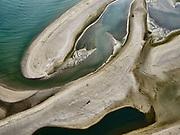 Tweede Maasvlakte (MV2), de Slikken van Voorne, op de grens met Maasvlakte (Slufterstrand). De slikken maken deel uit van de Voordelta, Natura 2000-gebied en onderdeel van de Ecologische Hoofdstructuur. Het belangrijk zeereservaat is ontstaan na het afdammen van de Maas en het opspuiten van de Maasvlakte.<br /> Second Maasvlakte (MV2), the Slikken van Voorne, on the border with Maasvlaktestrand (Slufterstrand). The mud flats are part of the Voordelta, Natura 2000 area and part of the National Ecological Network. The important marine reserve was created after the damming of the Maas and the creation of the Maasvlakte.<br /> luchtfoto (toeslag op standard tarieven);<br /> aerial photo (additional fee required);<br /> copyright foto/photo Siebe Swart