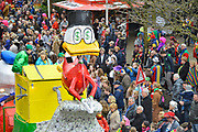 Nederland, Beek, Berg en Dal, 27-2-2017 Traditiegetrouw vindt in dit dorp bij Nijmegen en tegen de grens met Duitsland de Rozenmoandag carnavalsoptocht plaats. Alle wagens, praalwagens, carnavalswagens uit de regio komen dan langs want het is de enige optocht. Dagobert Duch zwemt in het geld met dollartekens in de ogen .Foto: Flip Franssen