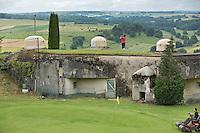 MARGUT - Afslaan vanaf een enorme bunker uit de Tweede Wereldoorlog, Marginot Line Golf Club. Copyright Koen Suyk