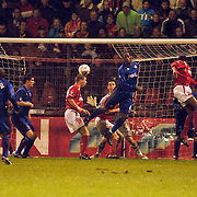NLD/Alkmaar/20051124 - Voetbal, AZ - Middlesborough, kopbal voor het doel van Middlesborough na een hoekschop