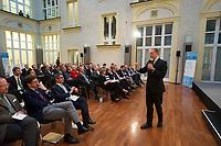 DEU, Deutschland, Germany, Berlin, 24.11.2014: Strategieforum zum Thema: Daten als Währung der Zukunft. Atrium der F.A.Z. Berlin. FDP-Chef Christian Lindner bei seinem Vortrag.