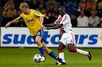 Fotball<br /> Nederland<br /> Foto: ProShots/Digitalsport<br /> NORWAY ONLY<br /> <br /> Brøndby IF - Ajax , 10-08-2005 , UEFA Champions League Qualification , Asbjørn Sennels in duel met Hatem Trabelsi