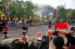 © Licensed to London News Pictures. 20/10/2015. London UK. A carriage carrying Queen Elizabeth II and President Xi Jinping makes its way along the Mall to Buckingham Palace as Chinese President Xi Jinping starts day one of a four day State Visit to the United Kingdom. Photo credit: Ben Cawthra/LNP