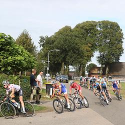28-09-2016: Wielrennen: Olympia Tour: Assen <br />ASSEN (NED) wielrennen<br />Wind was de grootste tegenstander van de renners in de tweede etappe van de 64e Olympia's Tour. Op kop van de eerste groep sleurt Hartijs de Vries