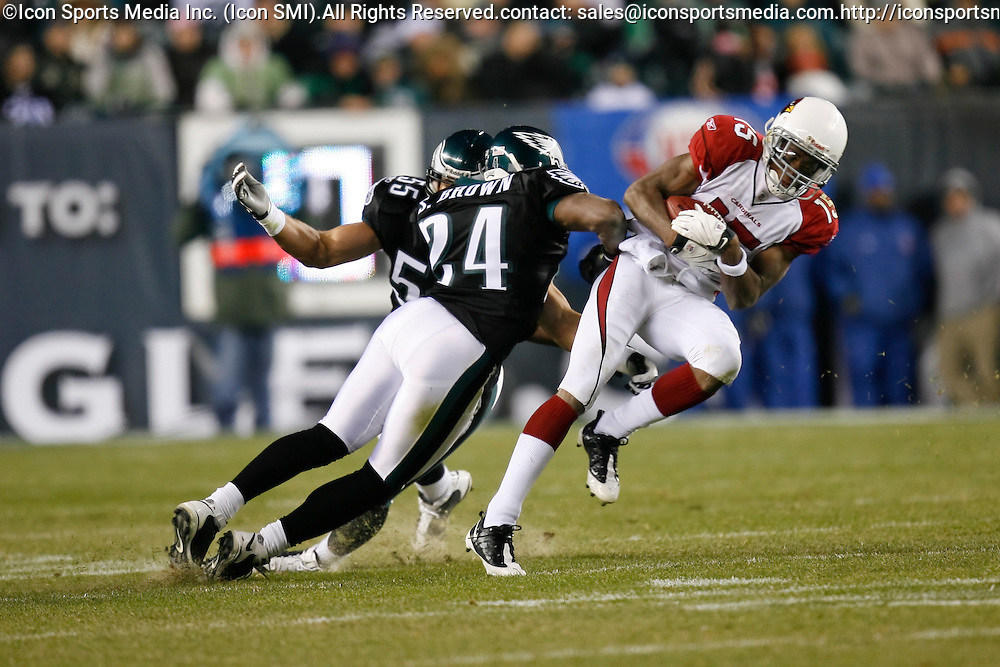 27 Nov 2008: Arizona Cardinals wide receiver Steve Breaston #15 catches a pass with Philadelphia Eagles linebacker Stewart Bradley #55 and cornerback Sheldon Brown #24 defending during the game against the Philadelphia Eagles on November 27th, 2008. The Eagles won 48 to 20 at Lincoln Financial Field in Philadelphia, Pennsylvania.