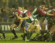 Leicester, England, UK., Welford Road Stadium,  03.01.2004, [Mandatory Credit:Peter Spurrier/Intersport Images],<br />  <br /> <br /> 03/01/2004 - Photo  Peter Spurrier<br /> 2003/04 Zurich Rugby Premiership Leicester v Gloucester<br /> Austin Healey, distributes the ball