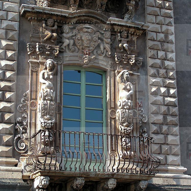 La facciata dell'ex Monastero dei Benedettini, ora università di lettere e filosofia a Catania..The facade of the former Benedectines Monastery, now letters and philosophy university in Catania.