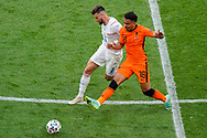 Ondrej Celustka of Czech Republic battles for possession with Donyell Malen of the Netherlands during the UEFA Euro 2020, Round of 16 football match between Netherlands and Czech Republic on June 27, 2021 at Puskas Arena in Budapest, Hungary - Photo Andre Weening / Orange Pictures / ProSportsImages / DPPI