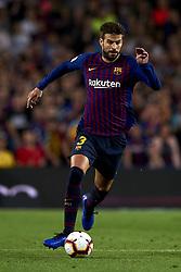 October 20, 2018 - Barcelona, Catalonia, Spain - Gerard Pique controls the ball during the week 9 of La Liga match between FC Barcelona and Sevilla FC at Camp Nou Stadium in Barcelona, Spain on October 20, 2018. (Credit Image: © Jose Breton/NurPhoto via ZUMA Press)