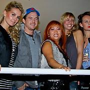 NLD/Amsterdam/20101122 - Inloop 10 jarig jubileum Cybersalon, Nicolette Kluijver,  Johnny de Mol, Peggy Vrijens, Kim Pieters met eigenaresse Angela Riksten