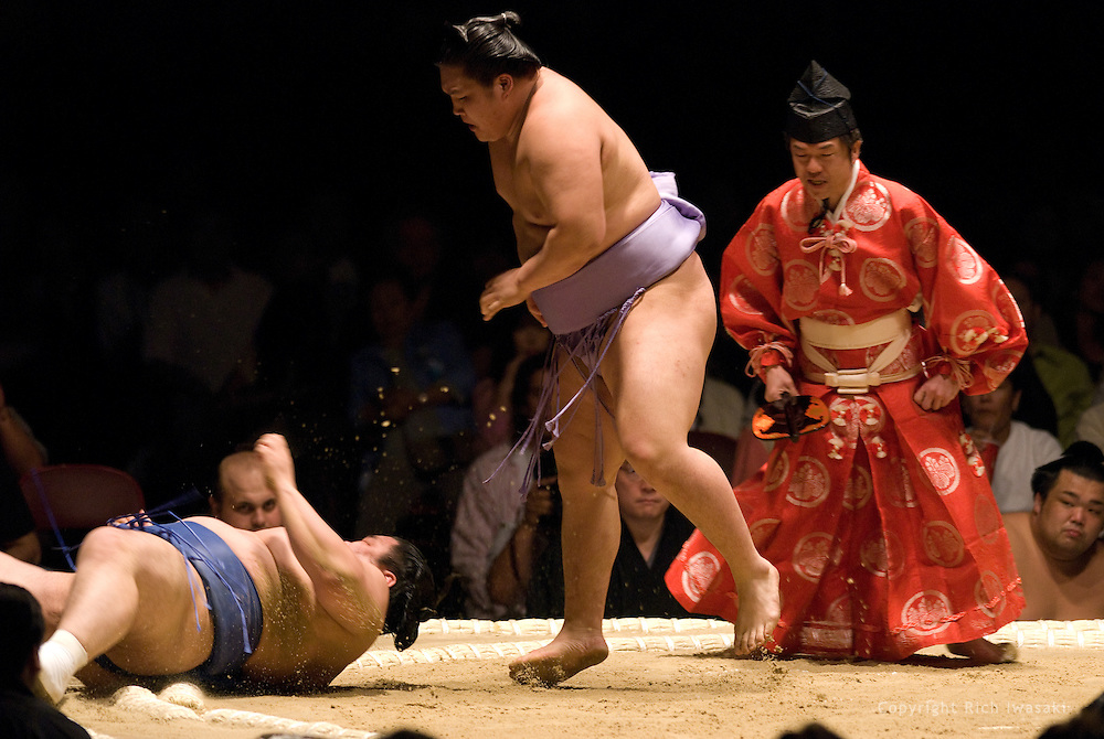 Goeido (center) defeats Tamakasuga in the first round of Day 1 of Grand Sumo Tournament Los Angeles 2008, Los Angeles Sports Arena, Los Angeles, California