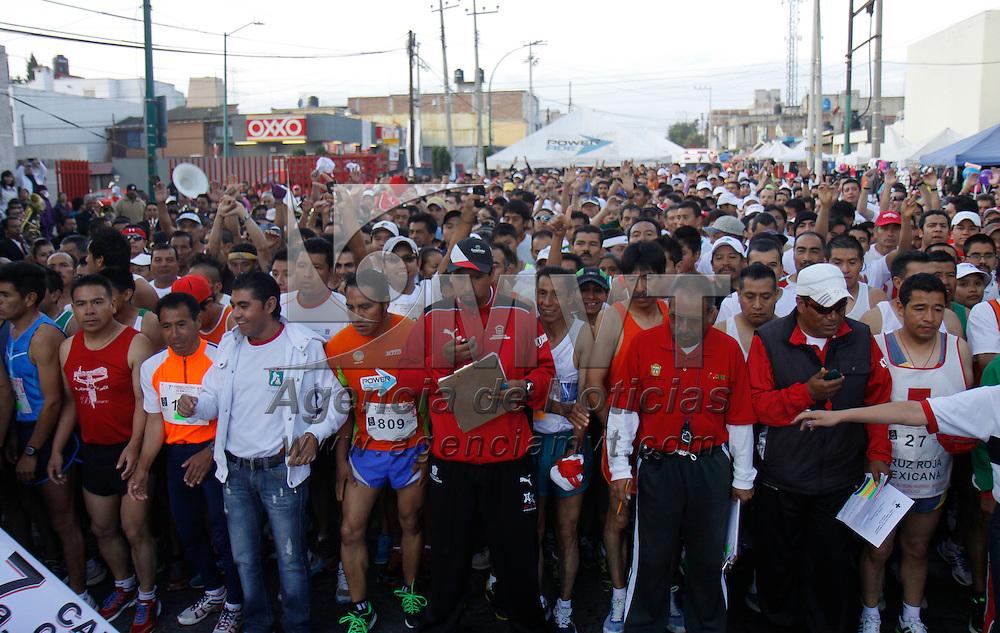 Toluca, México.- Niños, jóvenes, adultos y adultos mayores se dieron cita en la Séptima Carrera Atlética de la Delegación Toluca  de la Cruz Roja Mexicana, organizada para captar  fondos para la mejora continua de la infraestructura y equipamiento que permita mejorar la respuesta a la sociedad. Agencia MVT / Crisanta Espinosa