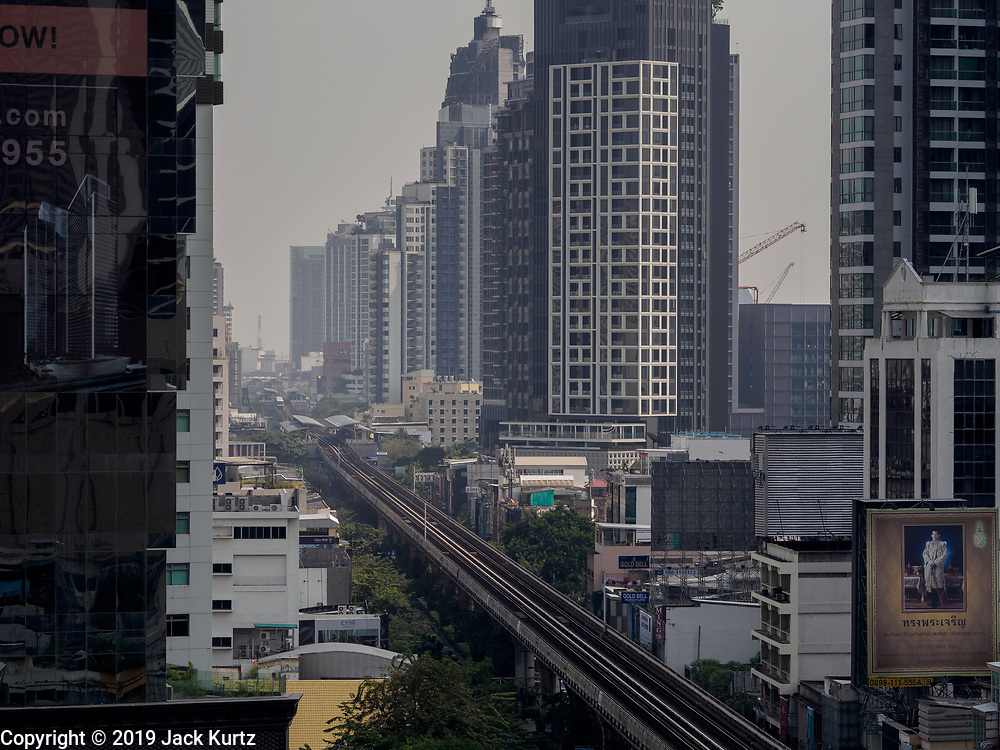 """14 JANUARY 2019 - BANGKOK, THAILAND:       Air pollution obscures the Bangkok skyline looking up Sukhumvit Road. Bangkok has been blanketed by heavily polluted air for almost a week. Monday morning, the AQI (Air Quality Index) for Bangkok  was 182, worse than New Delhi, Jakarta, or Beijing. The Saphan Kwai neighborhood of Bangkok recorded an AQI of 370 and the Lat Yao neighborhood recorded an AQI of 403. An AQI above 50 is considered unsafe. Public health officials have warned people to avoid """"unnecessary"""" outdoor activities and wear breathing masks to filter out the dust.    PHOTO BY JACK KURTZ"""