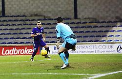Hibernian's Jason Cummings misses an open goal  chance. <br /> Raith Rovers 2 v 1 Hibernian, Scottish Championship game player at Stark's Park, 18/3/2016.