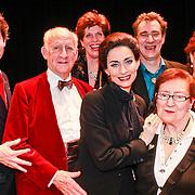 NLD/Breda/20110228 - Premiere Masterclass, Pia Douwes en ouders, vader Evert Douwes en moeder Nelleke en familie