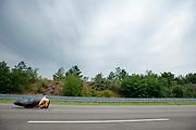 Iris Slappendel tijdens een run. Het Human Power Team Delft en Amsterdam (HPT), dat bestaat uit studenten van de TU Delft en de VU Amsterdam, is in Senftenberg voor een poging het laagland sprintrecord te verbreken op de Dekrabaan. In september wil het Human Power Team Delft en Amsterdam, dat bestaat uit studenten van de TU Delft en de VU Amsterdam, tijdens de World Human Powered Speed Challenge in Nevada een poging doen het wereldrecord snelfietsen voor vrouwen te verbreken met de VeloX 7, een gestroomlijnde ligfiets. Het record is met 121,44 km/h sinds 2009 in handen van de Francaise Barbara Buatois. De Canadees Todd Reichert is de snelste man met 144,17 km/h sinds 2016.<br /> <br /> The Human Power Team is in Senftenberg, Germany to race at the Dekra track as a preparation for the races in America. With the VeloX 7, a special recumbent bike, the Human Power Team Delft and Amsterdam, consisting of students of the TU Delft and the VU Amsterdam, also wants to set a new woman's world record cycling in September at the World Human Powered Speed Challenge in Nevada. The current speed record is 121,44 km/h, set in 2009 by Barbara Buatois. The fastest man is Todd Reichert with 144,17 km/h.