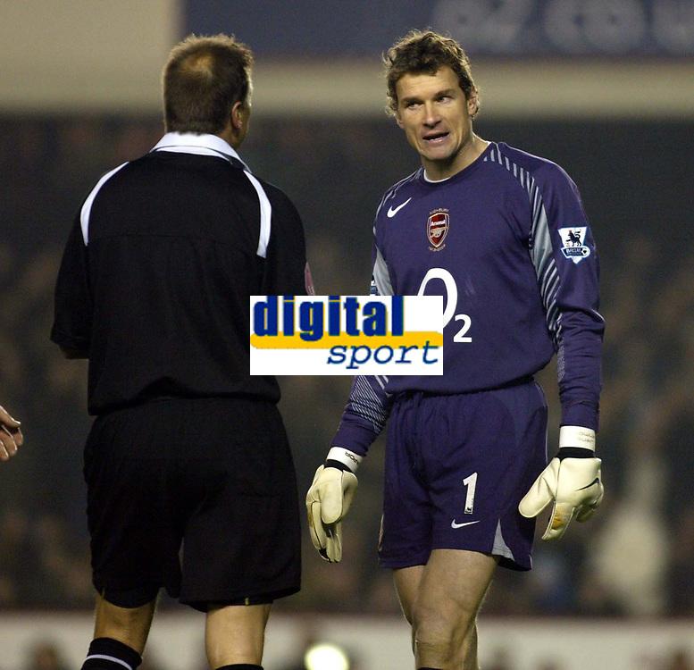 Photo: Chris Ratcliffe.<br />Arsenal v West Ham. Barclays Premiership. 01/02/2006.<br />Arsenal keeper Jens Lehmann (R) argues with referee Mark Halsey.