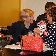 NLD/Den Bosch/20120214 - Valentijnslunch 2012 Addy van den Krommenacker, Addy in gesprek met Christine Kroonenberg
