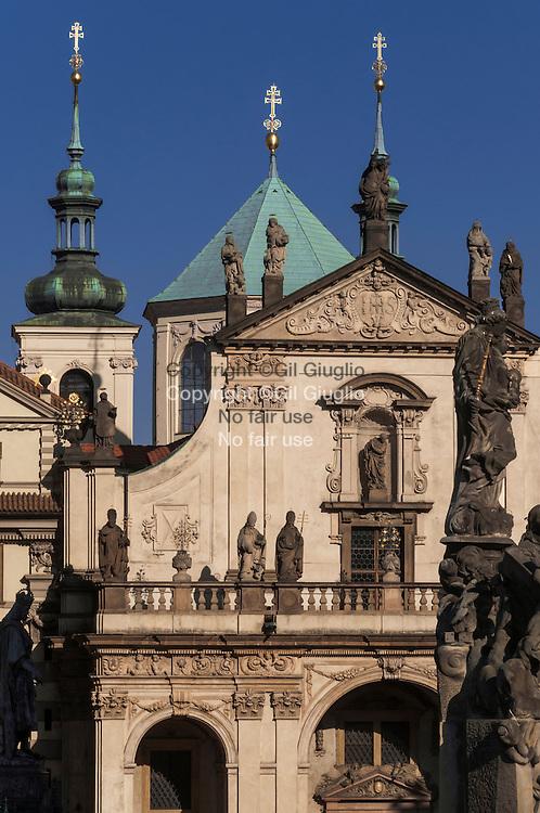 République Tchèque, Prague, Staré Mesto, Praha 1, église Saint Sauveur depuis Pont Charles// Czech Republic, Prague, Stare Mesto, Praha 1, Saint Saviour Church from Chalres Bridge