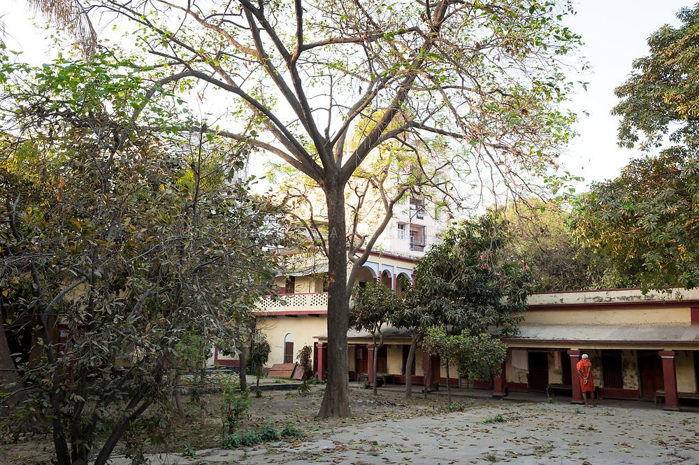 Central courtyard at the Mumukshu Bhawan hospice, Varanasi, India. Photo © robertvansluis.com
