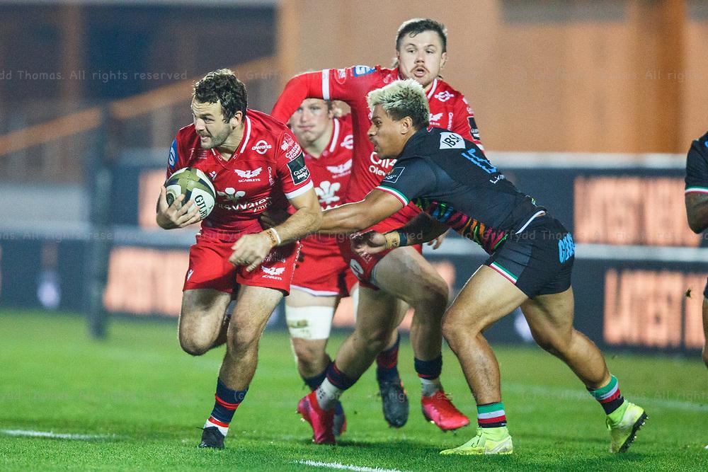 Llanelli, UK. 8 November, 2020.<br /> Scarlets centre Paul Asquith during the Scarlets v Zebre PRO14 Rugby Match.<br /> Credit: Gruffydd Thomas/Alamy Live News