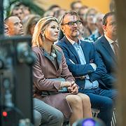 NLD/Amsterdam/20181102 - Koningin Máxima bezoekt Stichting 113 Zelfmoordpreventie, Koningin Maxima en Jan Mokkenstorm