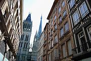 Frankrijk, Rouen, 6-9-2005..Zicht op de torens van de kathedraal in het centrum van de stad. Toerisme, toeristen, normandie, vakwerkhuizen, middeleeuwse architectuur, architektuur, stadsgezicht...Foto: Flip Franssen/Hollandse Hoogte