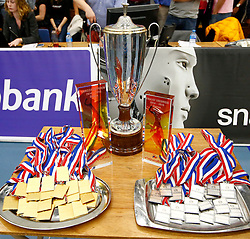 20150425 NED: Eredivisie VC Sneek - Eurosped, Sneek<br />Beker en medailles voor winnaars en verliezers<br />©2015-FotoHoogendoorn.nl / Pim Waslander