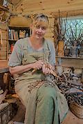 Porträtt av Maria Vildhjärta, träartist och skogsaktivist