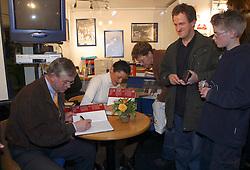 Johan Hinnemann en Coby Van Baalen<br />KWPN hengstenkeuring 2003<br />Photo © Dirk Caremans