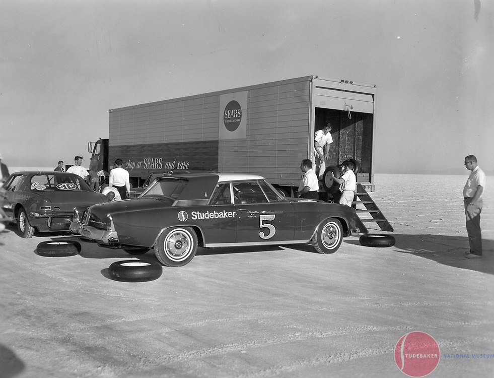 """Studebaker's October 1963 Bonneville Salt Flat campaign featured a R3-powered Gran Turismo Hawk.  The R5 dual supercharged """"Due Cento"""" Avanti sits in the background."""