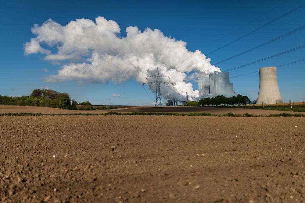 Grevenbroich, DEU, 19.04.2014<br /> <br /> Das Braunkohlekraftwerk Neurath, ein von der RWE Power AG mit Braunkohle betriebenes Grundlastkraftwerk in Grevenbroich (Rhein-Kreis Neuss) im Rheinischen Braunkohlerevier, ist das zweitleistungsstaerkste Kraftwerk Europas.<br /> <br /> The lignite power plant Neurath, a lignite-fired base load power plant operated by RWE Power AG in Grevenbroich, Germany (Rhein-Kreis Neuss) in the Rhenish lignite mining district, is Europe's second-largest power plant.<br /> <br /> Foto: Bernd Lauter/berndlauter.com