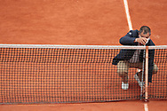 The referee checks the height of the net before starting a match on Suzanne Lenglen stadium during the Roland Garros 2020, Grand Slam tennis tournament, on October 5, 2020 at Roland Garros stadium in Paris, France - Photo Stephane Allaman / ProSportsImages / DPPI