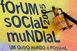Funcionários da cidade de Porto Alegre realizam os últimos preparativos para a quinta edição do Fórum Social Mundial, que acontece entre os dias 26 e 31 de janeiro de 2005.<br /> FOTO: Jefferson Bernardes/Preview.com
