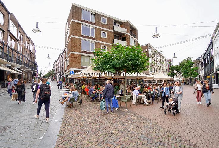 Nederland, Nijmegen, 18-7-2020 Terrassen en tarrasjes mogen weer bezocht worden mits aan regels wordt voldaan om het besmettingsrisico voor corona te berperken. Foto: ANP/ Hollandse Hoogte/ Flip Franssen