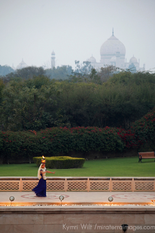 Asia, India, Agra. Evening dance performance at The Oberoi Amarvilas.