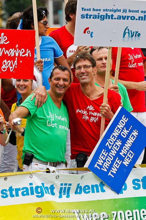 NLD/Amsterdam/20100807 - Boten tijdens de Canal Parade 2010 door de Amsterdamse grachten. De jaarlijkse boottocht sluit traditiegetrouw de Gay Pride af. Thema van de botenparade was dit jaar Celebrate, AVRO boot, Hans Schiffers en partner Rob Sol