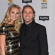NLD/Hilversum//20140318 - Inloop Buma Awards 2014, John Ewbank en partner Kelly Weekers