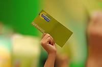 07 DEC 2002, BERLIN/GERMANY:<br /> Delegierte heben Stimmkarten in die Hoehe, waehrend einer Abstimmung, Buendnis 90 / Die Gruene Bundesdelegiertenkonferenz, Congress Centrum Hannover<br /> IMAGE: 20021207-01-155<br /> KEYWORDS: Green Party, party congress, Bündnis 90 / Die Grünen, Parteitag, Stimmkarte, Abstimmung