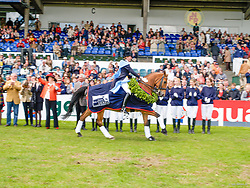 , Hamburg Spring - Dressur Derby 19 - 23.05.2004, Siegerehrung Prfg. 16  Dressur Derby